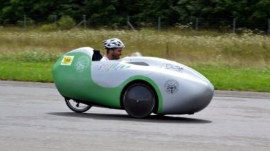 Velomobile, ecco l'auto a pedali  per muoversi anche fuori città /   Foto
