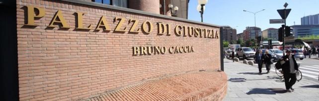 """Renzi in tweet: """"Il tribunale di Torino un esempio per tutta Italia? Sono d'accordo"""""""