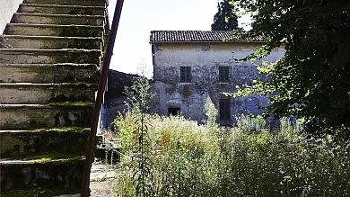 Leri, abbandonato a ladri e vandali /   FOTO   il piccolo borgo del Conte di Cavour