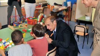 """Prima campanella per 600 mila ragazzi Fassino: """"Investiremo ancora nell'infanzia"""""""