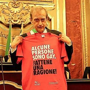 """Nozze gay, scende in campo l'Anci. Fassino ad Alfano: """"Decidiamo noi sindaci, ma serve una legge"""""""