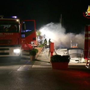 Brucia un impianto per il recupero di pneumatici, scongiurato il rischio di inquinamento a Chivasso