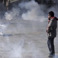 Torino, scontri e lacrimogeni in piazza Castello tra antagonisti e polizia