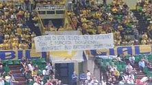 L'omaggio degli ultrà di Modena ai rivali di Cuneo