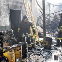 Caselle, piccole aziende in fumo nell'ex lanificio bruciato