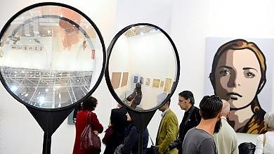 Arte, ma non solo: sotto il segno  di Cattelan il mese del contemporaneo