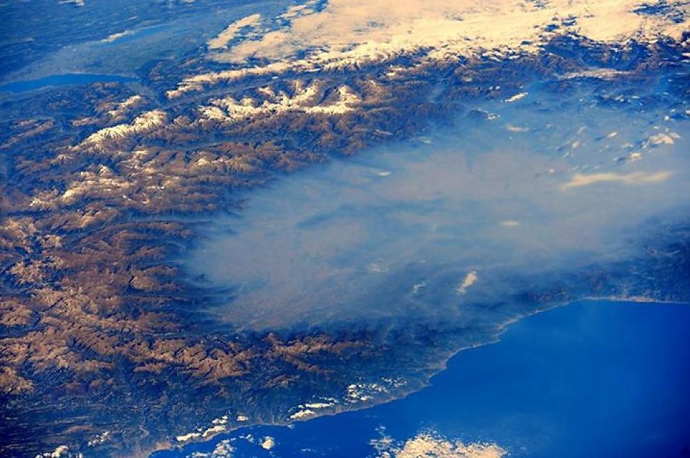 Il cielo sembra blu ma la Pianura padana è immersa nello smog