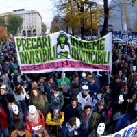 """Studenti e precari del """"corteo sociale"""" di Torino"""