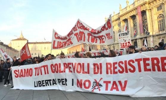 No Tav, in mille nel centro di Torino. Attacco alla sentenza Eternit