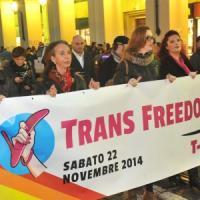 """In centro sfila l'orgoglio trans: """"Subito una legge che ci riconosca"""""""