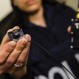 """Il sindacato distribuisce telecamere ai poliziotti: """"Per tutelarli"""""""