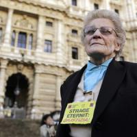 """Eternit, Renzi ai parenti delle vittime: """"Lo Stato sarà parte civile nel processo per..."""