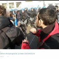 Antagonisti, dalla coda del corteo agli scontri con la polizia: nove fermati