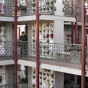 Cremazioni, la Socrem perde il monopolio: il Comune vuole la gara