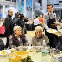 Il ministro Martina e il sindaco Fassino camerieri dei poveri