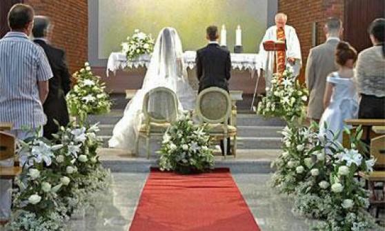 La curia liberalizza le chiese per i matrimoni for Addobbi 25 anni di matrimonio