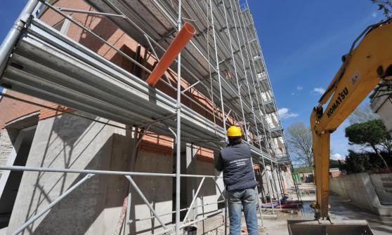 Incidente in un cantiere edile di fossano muore un for Cantiere di costruzione
