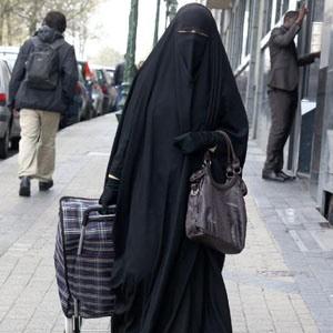 Risultati immagini per donne in burqa in italia