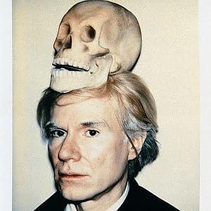 """""""Funeral Party"""", tutti con una banana per l'addio a Andy Warhol"""