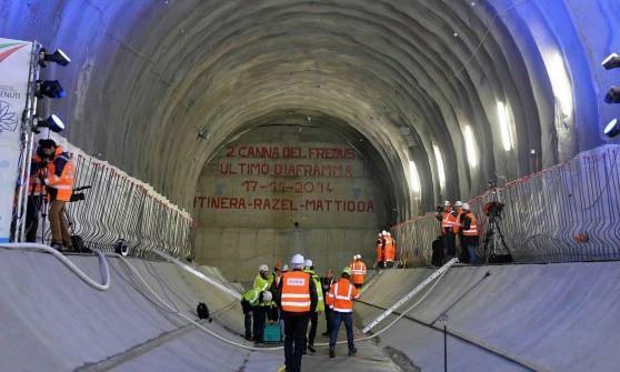 """Mille tir in più al giorno con il """"tunnel bis"""" del Frejus: scoppia la polemica in Piemonte"""