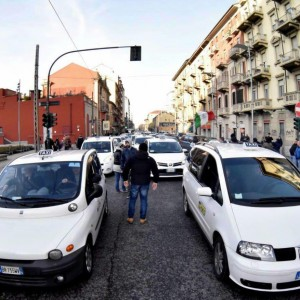 Contro la campagna di Uber, la proposta scontata dei tassisti