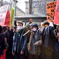 Matite e pennarelli contro il ministero dell'Istruzione