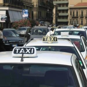 Taxi contro uber l 39 app che stima il costo della corsa for Il costo della costruzione di un garage
