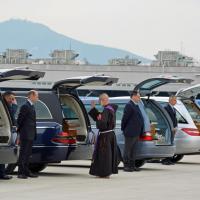 Renzi a Ciampino con i familiari delle vittime di Tunisi