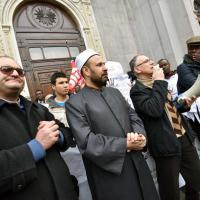 San Salvario, il parroco e l'imam guidano il corteo contro razzismo e terrorismo