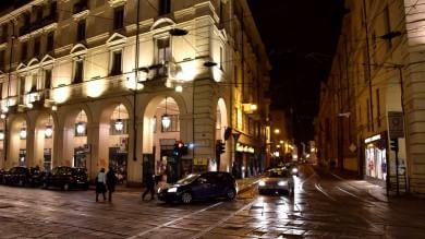 Centro chiuso, è caos: per smaltire il traffico  il Comune riaprirà via Accademia Albertina