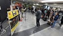 Sfida a suon di quartine nella stazione della metro/ Video