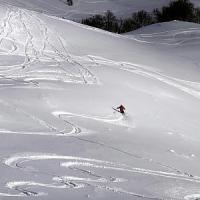 Bimbo di 7 anni cade in una scarpata dopo una gara di sci e muore