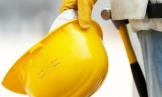 Tragedia del lavoro muratore cade dal balcone e muore - Muratore piastrellista torino ...
