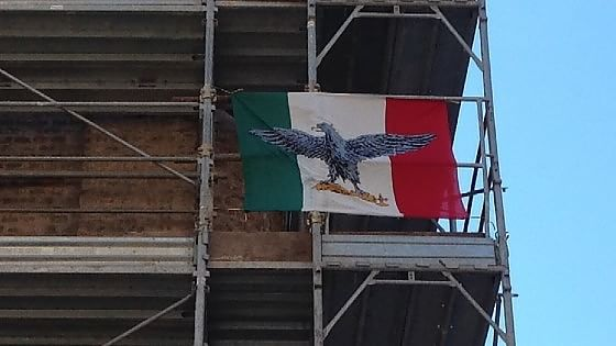 Torino, bandiera fascista davanti Museo Resistenza. L'indignazione del direttore