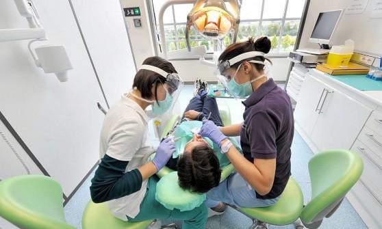 Rischio legionella dal dentista tre professionisti sotto inchiesta