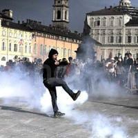 Torino, blitz della Digos contro gli antagonisti: arrestati due attivisti di Askatasuna,...