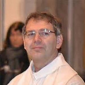 Abusi sessuali su minorenni, parroco arrestato a Vercelli: li adescava anche su Whatsapp