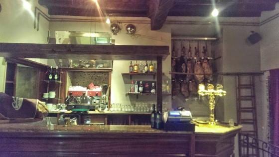 Tapas come piovesse, tanta birra e gin tonic: la Spagna è da Serranos