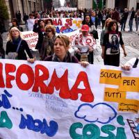 Scuola, migliaia in piazza a Torino contro la riforma Renzi