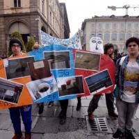 Scuola, migliaia in piazza a Torino e Aosta contro la riforma Renzi