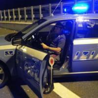 Torino, investe una donna in autostrada, poi fugge con il pullman della