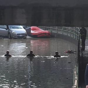 """""""Bombe d'acqua"""" su Pianezza e Alpignano, i vigili del fuoco salvano automobilisti intrappolati"""