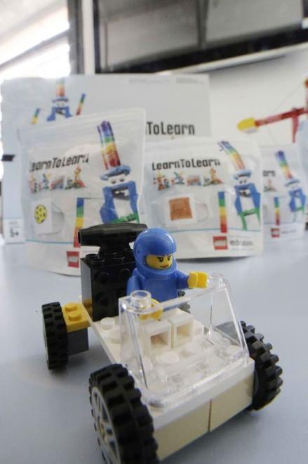 Settimo: i ragazzi imparano a fare i progettisti nel Laboratorio Lego
