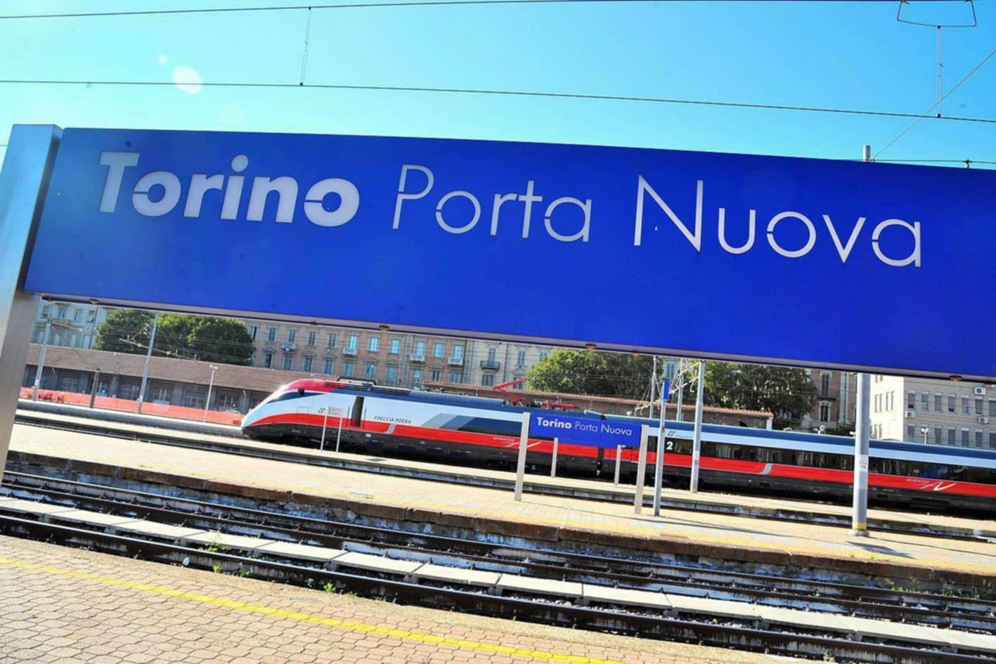 Frecciarossa l 39 ultimo viaggio in piedi dei pendolari vip - Orari treni milano torino porta nuova ...