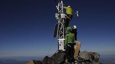 Una spia del clima sul Monte Bianco /         Foto          Ecco la stazione meteo più alta d'Europa