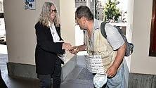 Patti la star del rock  aiuta i clochard  /Foto