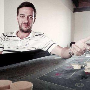 L'uomo che insegna a mescolar le carte