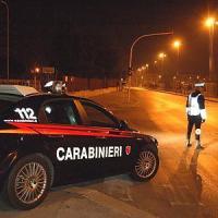 Aosta, falciata da auto pirata sotto gli occhi del marito. Presa l'investitrice