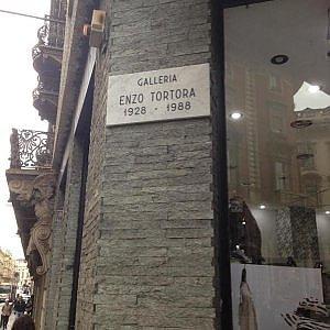 """Piazza Solferino, il porticato diventa """"Galleria Enzo Tortora"""""""