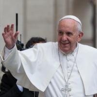 Papa Francesco benedice il Forum
